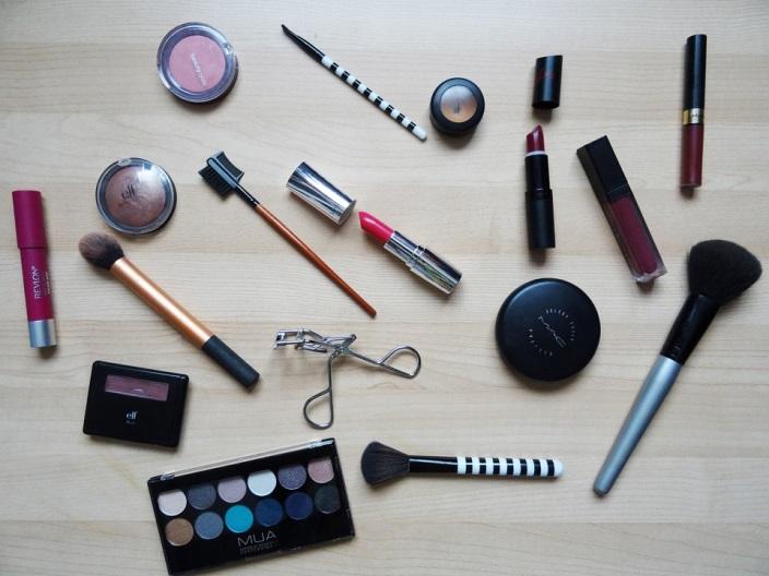 Makeup Tips for Contact Lens Wearers